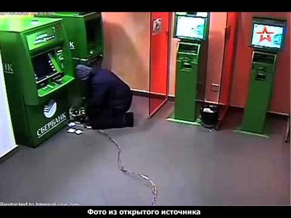 взлом банкомата, фото с камеры